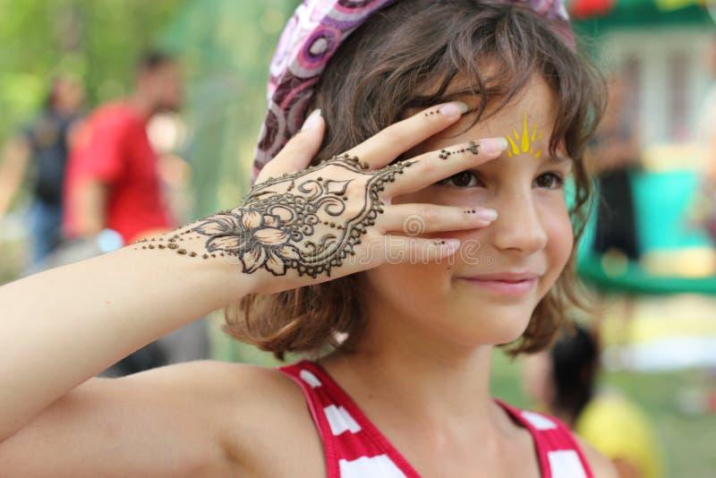 Mehendi: Hennastrauchkörpermalerei stockfoto