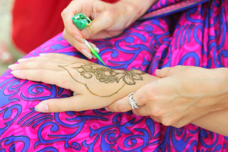 Mehendi: Vernice di carrozzeria del hennè fotografie stock libere da diritti