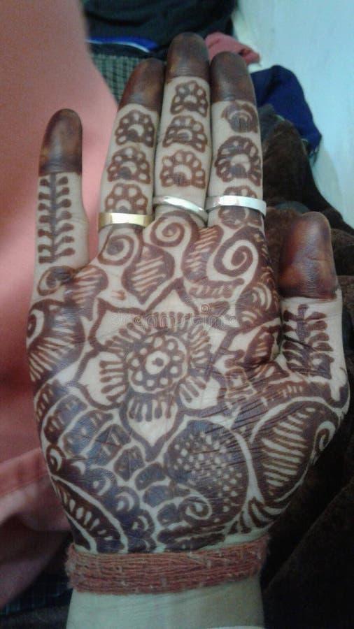 Mehndi du mariage de Himachali du marié images stock