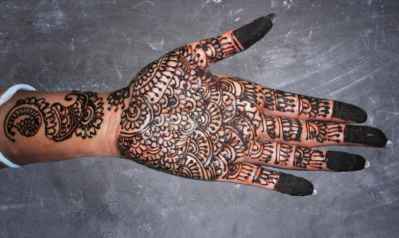 Mehndi Henna Buy : Mehndi hand bridal design art on slate background stock image