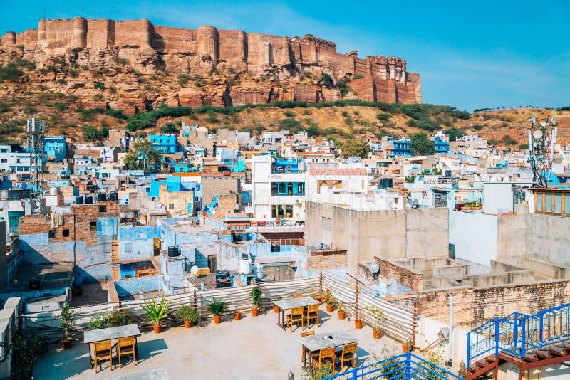 Mehrangarhfort en blauwe stad Jodhpur in India royalty-vrije stock afbeeldingen