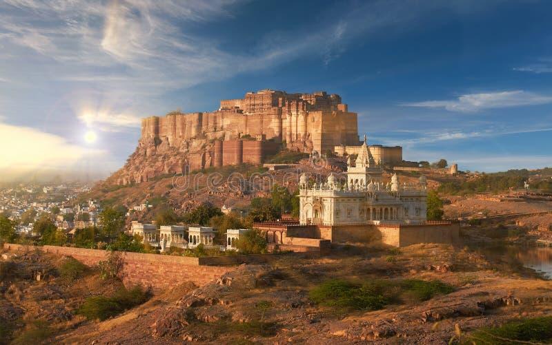Mehrangarhfort in Jodhpur, India wordt gevestigd dat royalty-vrije stock fotografie