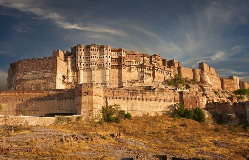 Mehrangarhfort in Jodhpur, India wordt gevestigd dat stock afbeeldingen