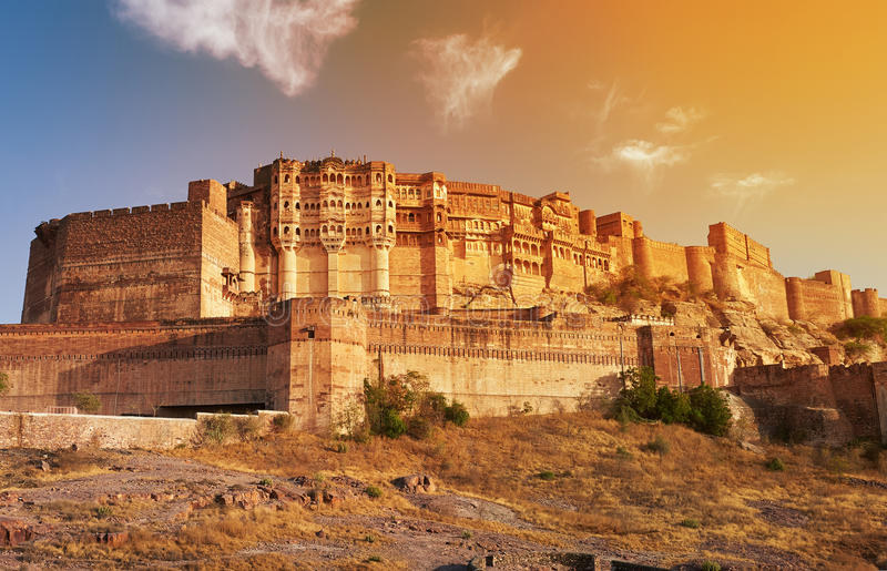 Mehrangarhfort in Jodhpur, India wordt gevestigd dat stock foto's