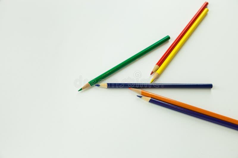 Mehrfache Färbungszeichnende Bleistifte der kunst kreativ zerstreut lizenzfreies stockfoto
