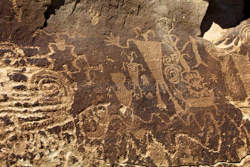 Mehrfache Gottheiten Anasazi-Petroglyphe-Platte stockfoto