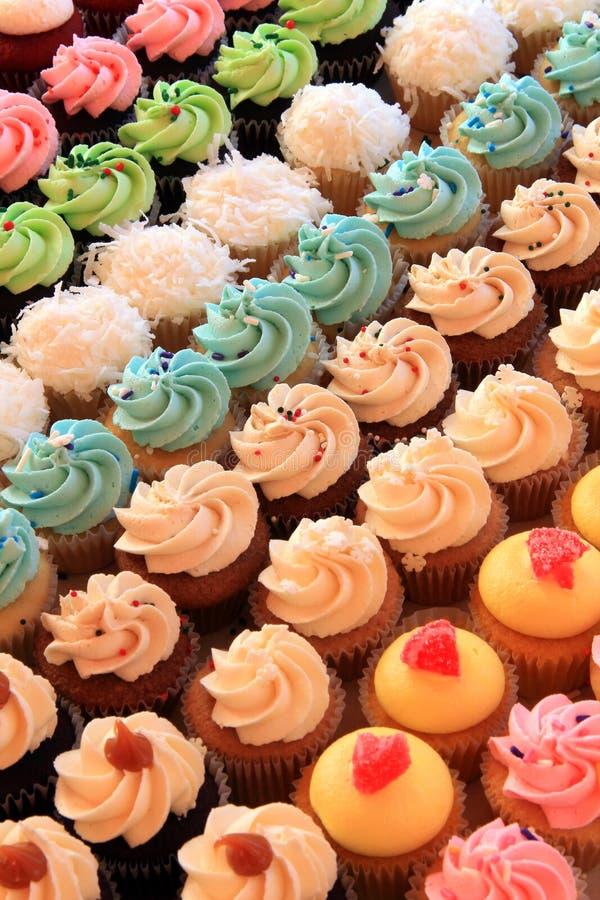 Mehrfache kleine Kuchen stockfotos