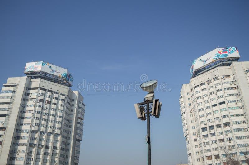 Mehrfamilienhäuser in Almaty, Kasachstan lizenzfreies stockbild