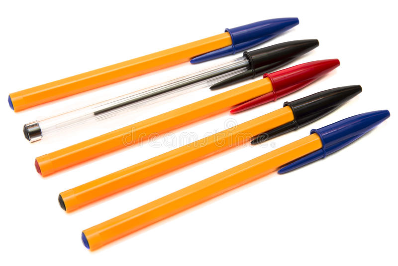 Mehrfarbenwegwerfkugelschreiber lokalisiert auf weißem Hintergrund stockbild