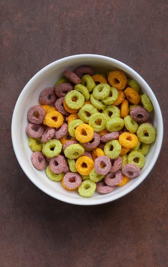 Mehrfarbige Corn Flakes (Ringe) stockbilder