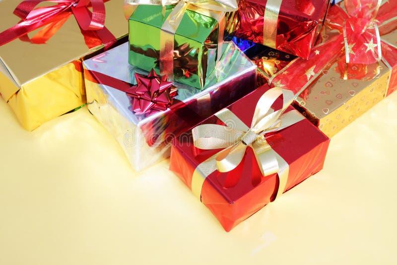 Mehrfarbige Geschenkkästen lizenzfreies stockfoto