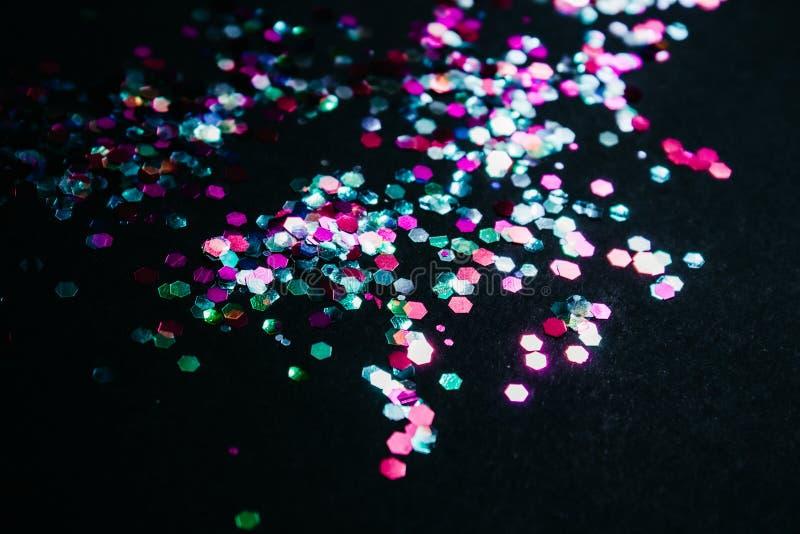 Mehrfarbige glänzende Konfettis stockbilder