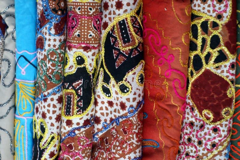 Mehrfarbige Kleidung stockbilder