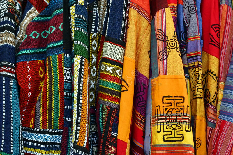 Mehrfarbige mexikanische gestickte Ponchos lizenzfreie stockfotos