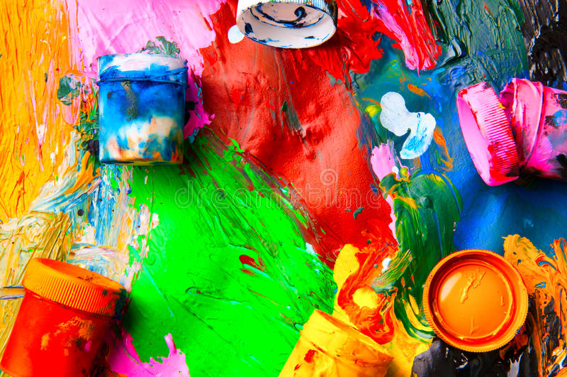 Mehrfarbige Nahaufnahme der Kästen und der Ölfarben extrahieren Hintergrund Franc lizenzfreie stockfotos