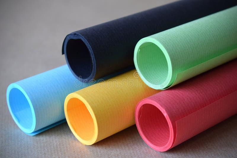 Mehrfarbige Papierrohrhintergrund-Grafikdesignressource stockfotos
