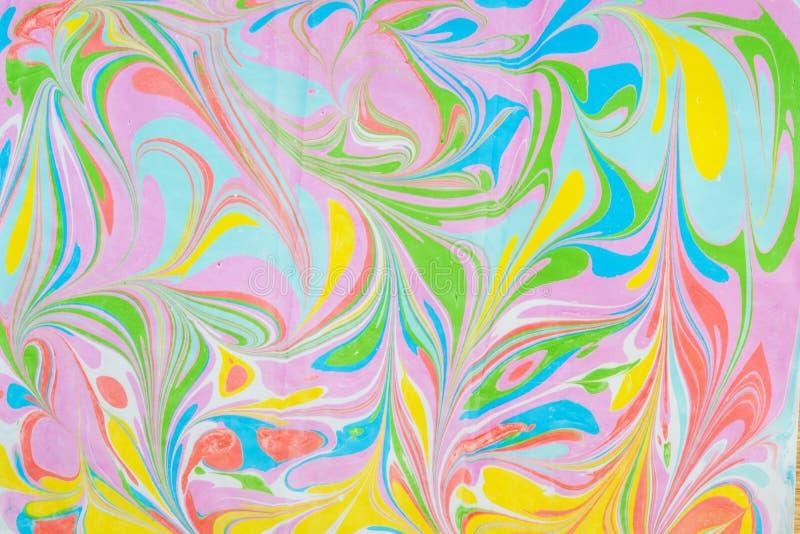 Mehrfarbige Stellen, spritzt von der Farbe auf Papier, lizenzfreie stockbilder