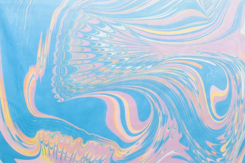 Mehrfarbige Stellen, spritzt von der Farbe auf Papier, lizenzfreies stockbild