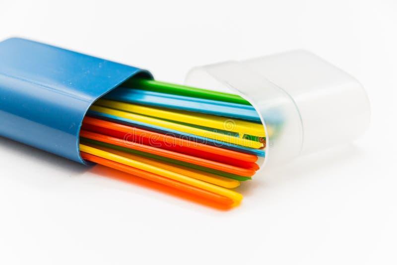 mehrfarbige Zählungsstöcke auf weißem Hintergrund lizenzfreie stockbilder