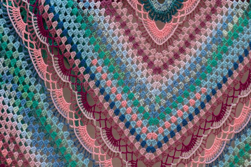 Mehrfarbiger gestrickter woolen Schal lizenzfreie stockfotografie