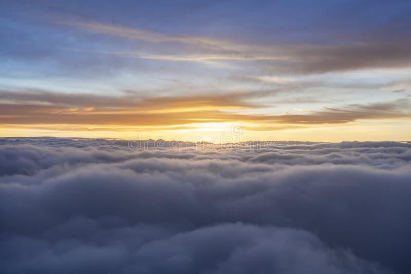 Mehrfarbiger Sonnenaufgang stockfotos