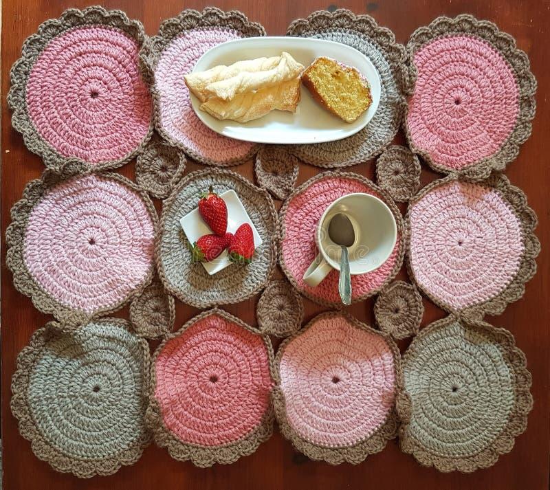 Mehrfarbiger umfassender Knit zum Ihr Frühstück lizenzfreie stockfotos