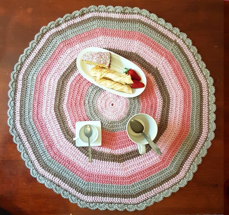 Mehrfarbiger umfassender Knit zum Ihr Frühstück stockfotos