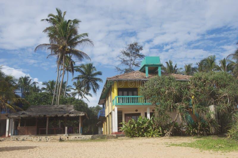 Mehrfarbiges Haus am Strand lizenzfreie stockfotografie