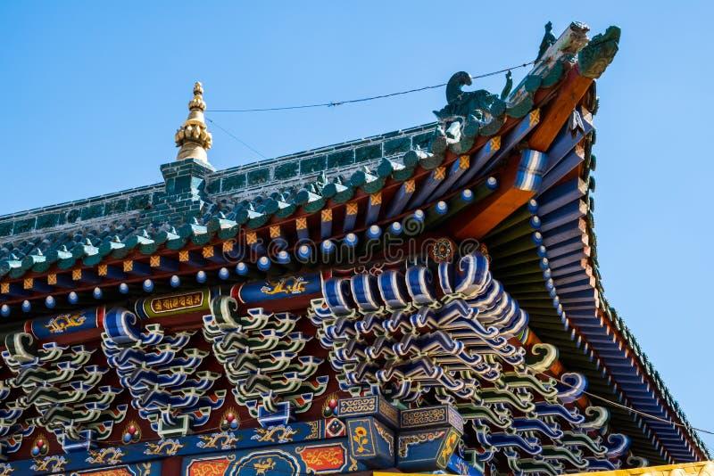 Mehrfarbiges mit Ziegeln gedecktes Dach lizenzfreie stockfotos