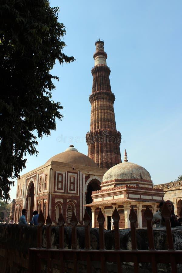 Mehroli minar de Qutub Delhi photos stock
