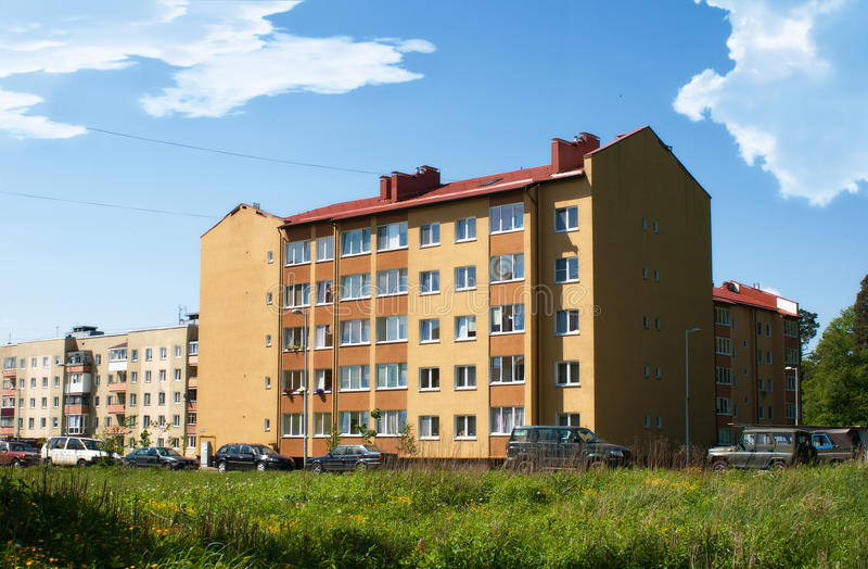Mehrstöckiges Wohngebäude stockfoto