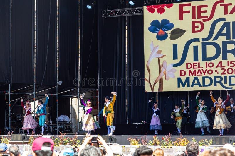 """15 Mei 2019 †""""Madrid, Spanje: De Chotisdans toont op het grote stadium in Pleinburgemeester tijdens San Isidro Festival royalty-vrije stock fotografie"""