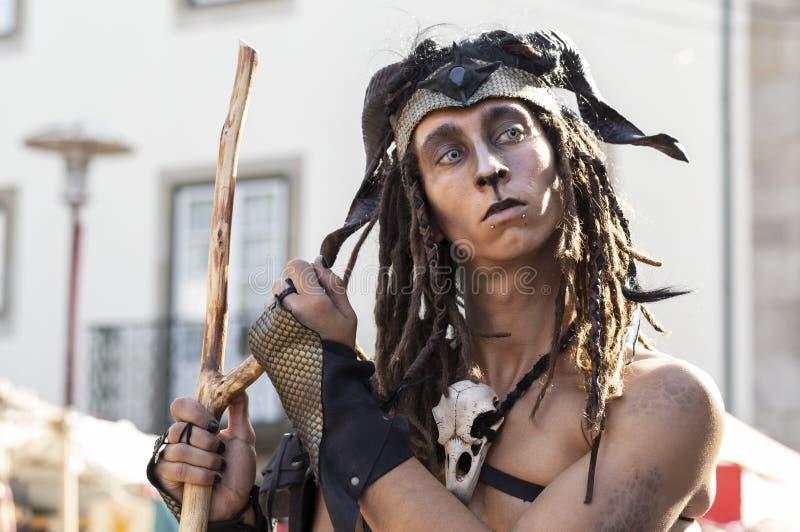 23 mei 2019 - Cosplay-groep 'Malatitsch' die op straat optreedt tijdens een 'Braga Romana'-evenement in Braga, Minho, Portugal stock afbeeldingen