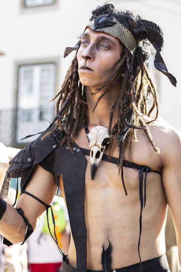 23 mei 2019 - Cosplay-groep 'Malatitsch' die op straat optreedt tijdens een 'Braga Romana'-evenement in Braga, Minho, Portugal royalty-vrije stock foto's