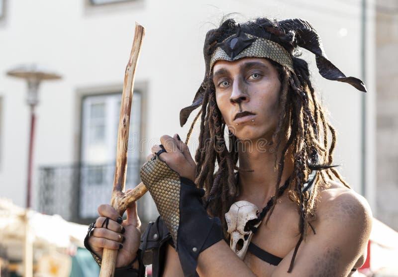 23 mei 2019 - Cosplay-groep 'Malatitsch' die op straat optreedt tijdens een 'Braga Romana'-evenement in Braga, Minho, Portugal stock fotografie