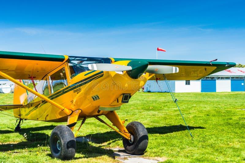 7 mei, 2019 - Delta Brits Colombia: Het enige vliegtuig van Bearhawk 250HP van de motorsteun dat bij Deltaerfenis Airpark wordt g royalty-vrije stock foto
