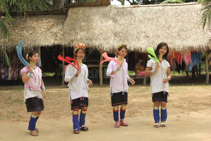 11 mei, 2011, Pattaya, van de de halsbandcultuur van Thailand Padaung de traditie thnic vrouwen stock afbeeldingen