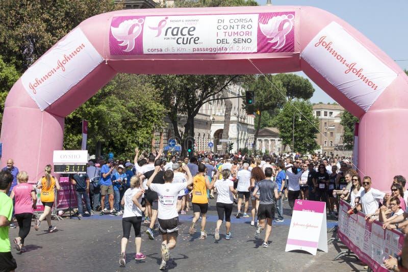 17 mei, 2015 Ras voor de behandeling, Rome Italië Ras tegen borstkanker stock fotografie