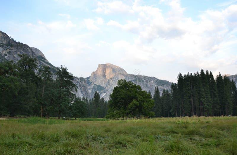 Meia abóbada de Yosemite foto de stock royalty free