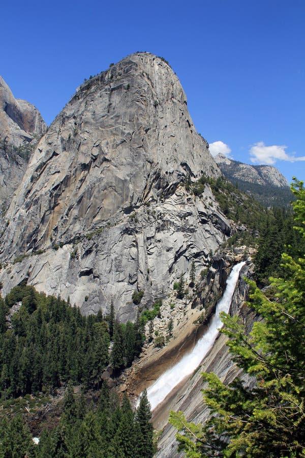 Meia abóbada e Nevada Falls imagens de stock