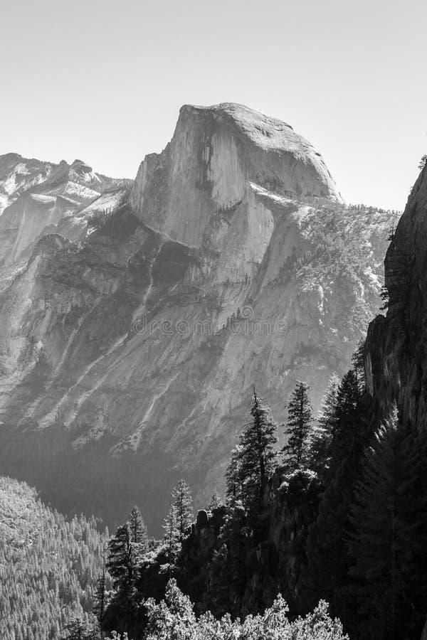 Meia abóbada icónica em Yosemite imagens de stock