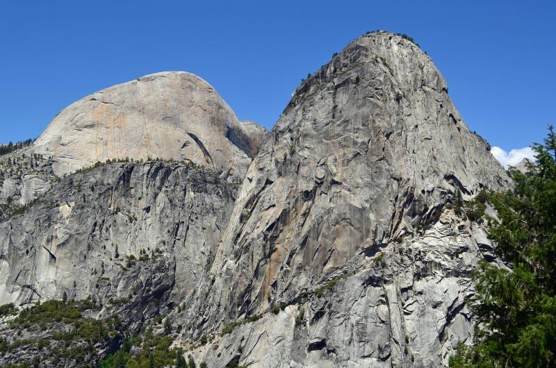 Meia abóbada, Mt Broderick & Liberty Cap, Yosemite imagem de stock