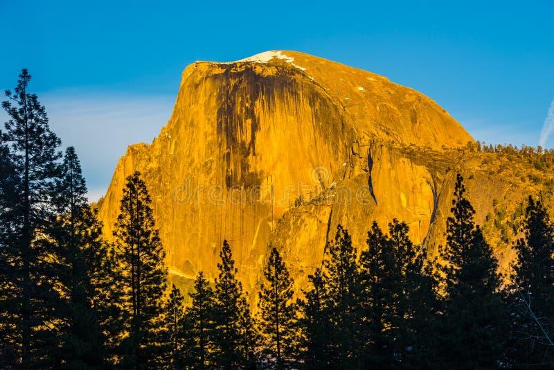 A meia abóbada na luz do por do sol, parque nacional de Yosemite, Californi foto de stock royalty free