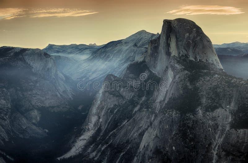 Meia abóbada no parque nacional de Yosemite durante a manhã fotos de stock royalty free