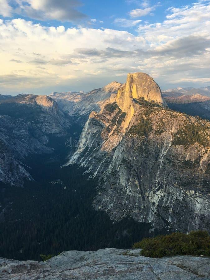 Meia abóbada Vista do ponto da geleira, Yosemite imagens de stock