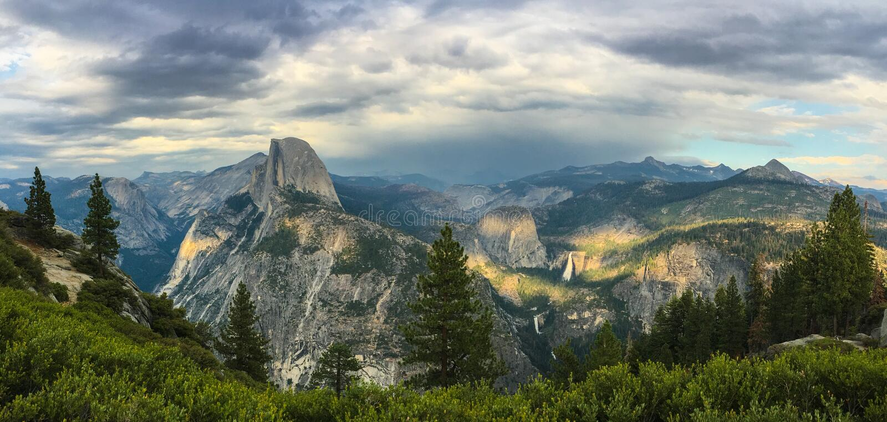 Meia abóbada Vista do ponto da geleira, Yosemite imagem de stock