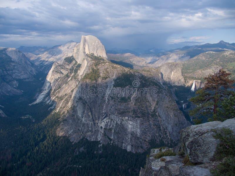 Meia abóbada Vista do ponto da geleira, Yosemite imagem de stock royalty free