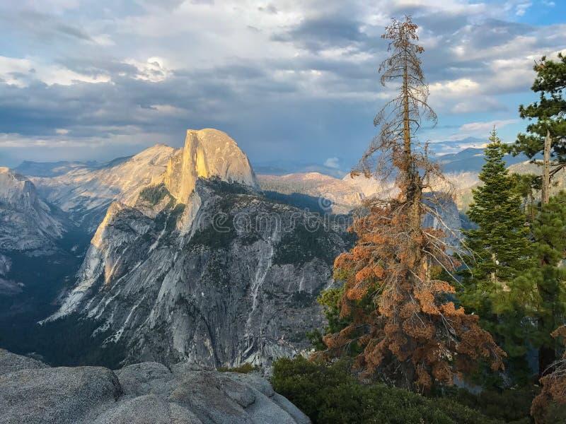 Meia abóbada Vista do ponto da geleira, Yosemite fotos de stock