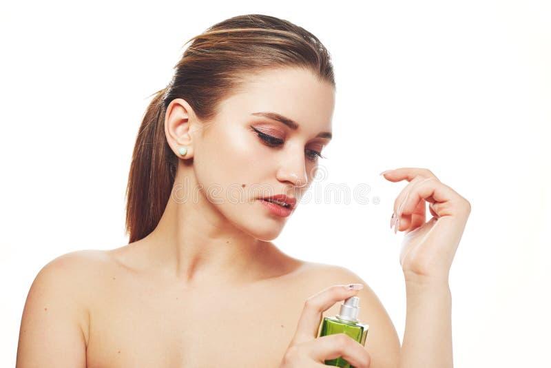 A meia fêmea do nude com cauda de pônei, manda o profissional compor, a pele pura saudável, parfume dos usos para o perfume agrad imagem de stock