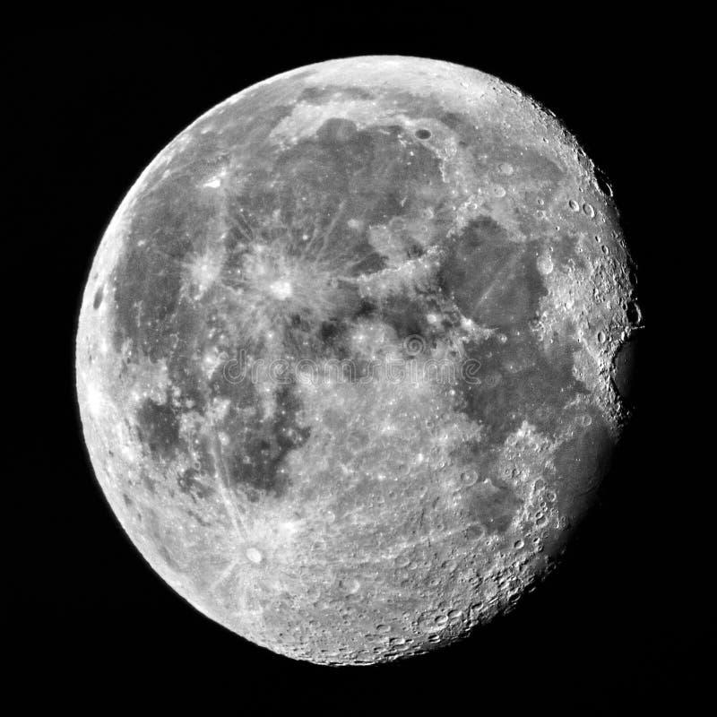 Meia lua no perigeu no céu noturno foto de stock royalty free